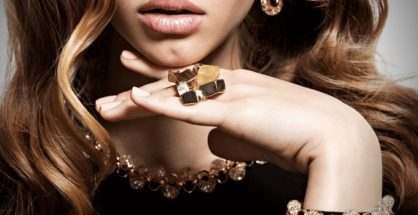 choose jewelry for the yellow skin girl